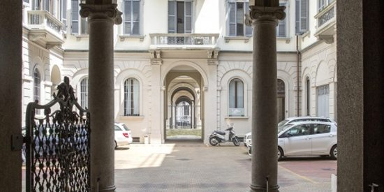Androne palazzo dei nostri uffici arredati a milano