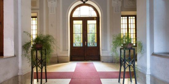 Entrata palazzo dei nostri uffici arredati a Roma